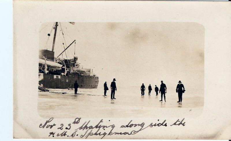 1917. 23 ноября. Катание на льду возле английского военного корабля «Ифигения»