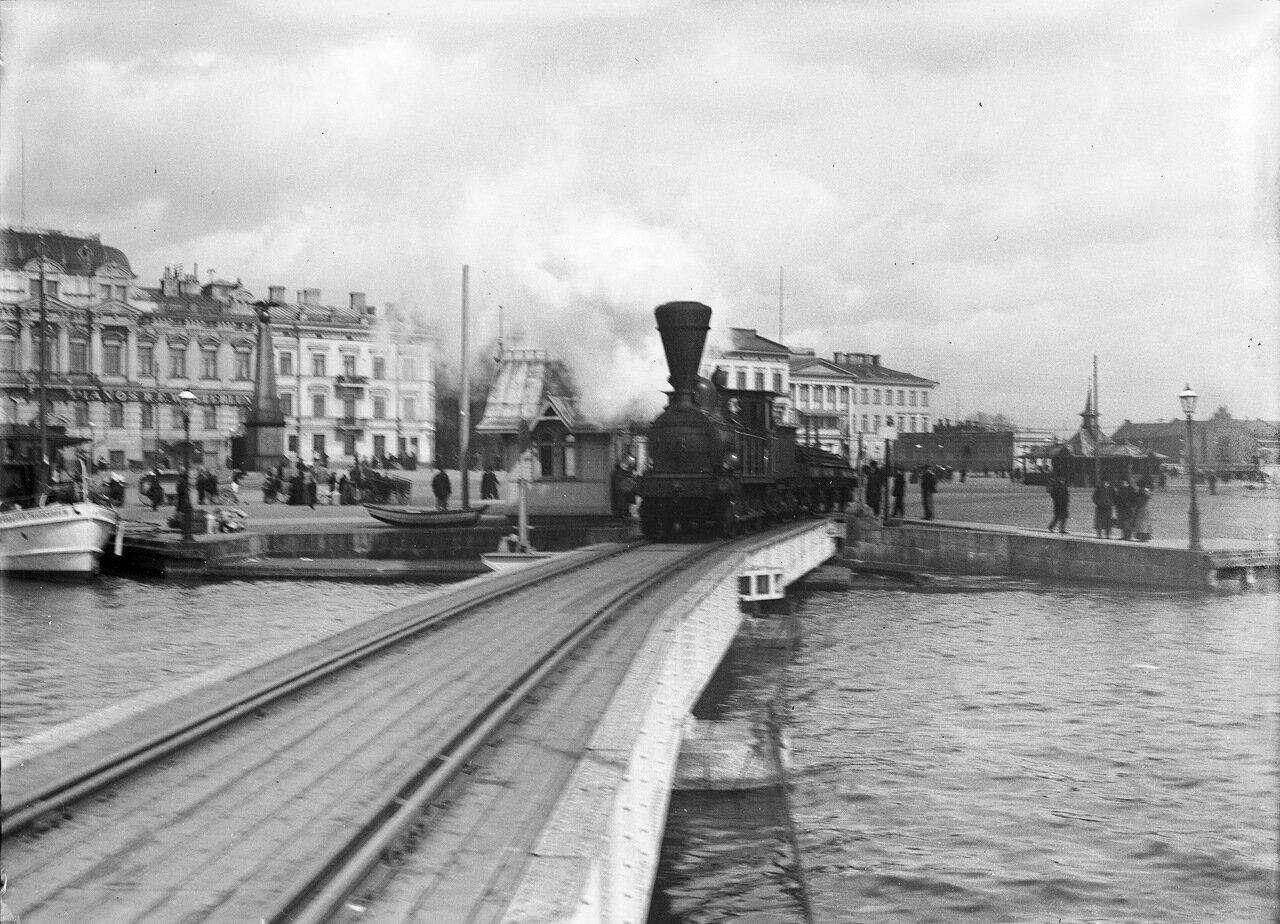 Паровоз на Рыночной площади.1900