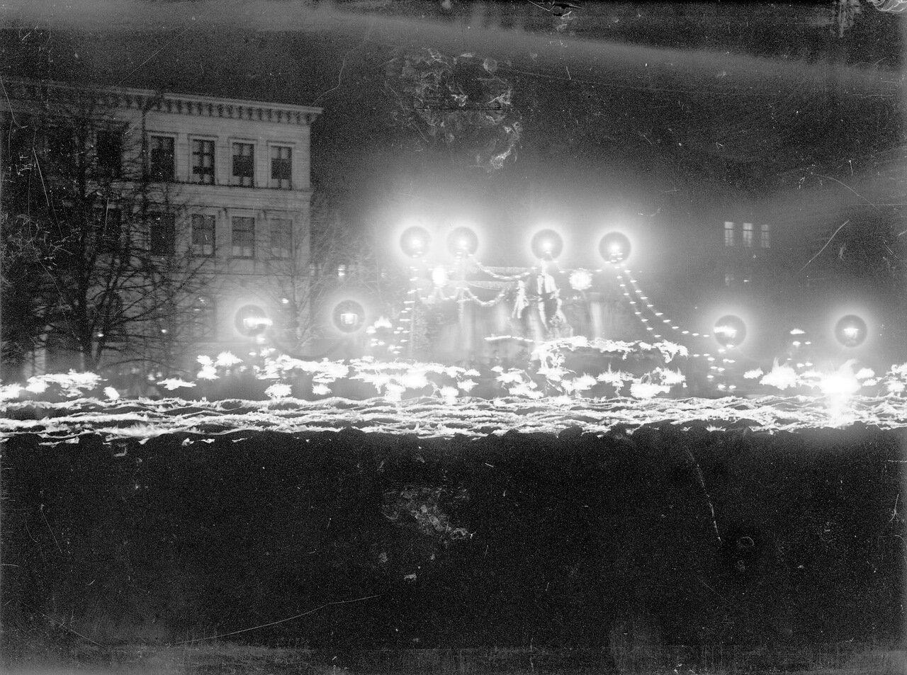 Открытие памятника Элиасу Лённроту на Лоннотинкату ночью в октябре 1902 года.