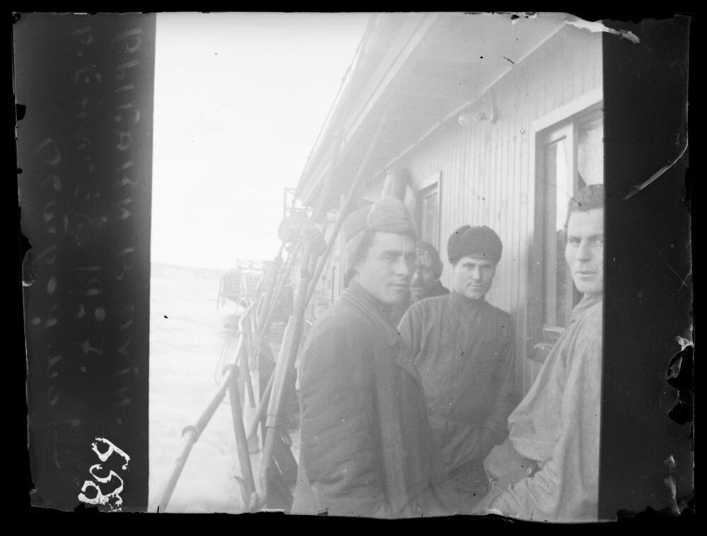1927. Енисей. Рыбаки в пути