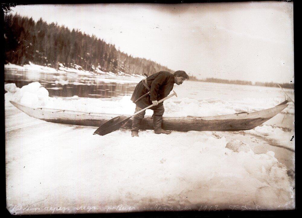 1913. Село Ларьяк.  Весною через лед