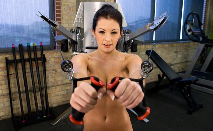 Сексуальные девушки занимаются спортом