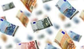Объем купли-продажи наличными основных валют упал на 23%
