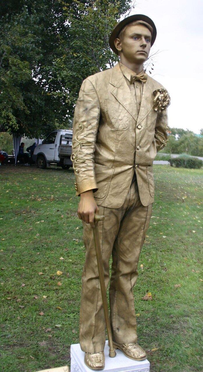 ФОТОРЕПОРТАЖ: В День города мэру вручили большой ключ, а запорожцев развлекали живые статуи, фото-4