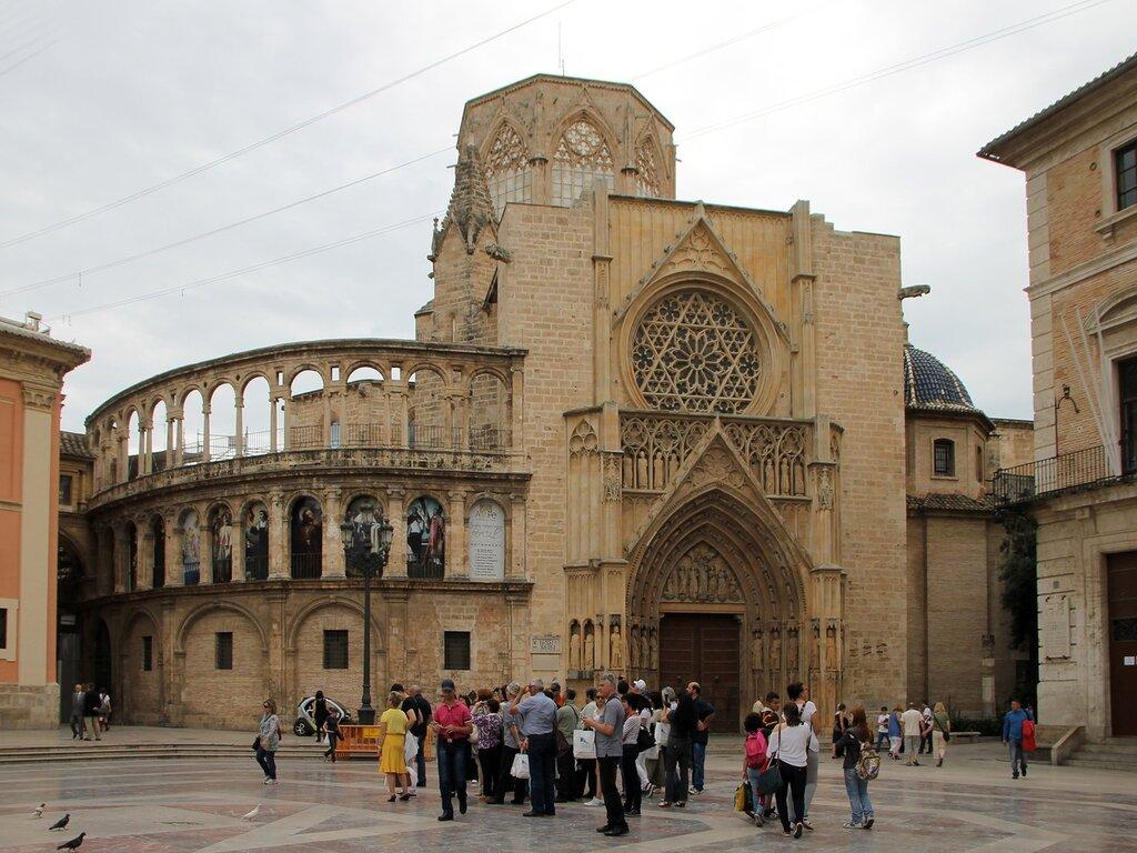 Valencia. The area of the Virgin (Plaza de la Virgen)