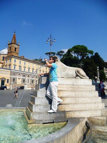 Италия. Рим. Фонтан на Piazza di Popolo (Italy. Rome. Fountain on the Piazza di Popolo).