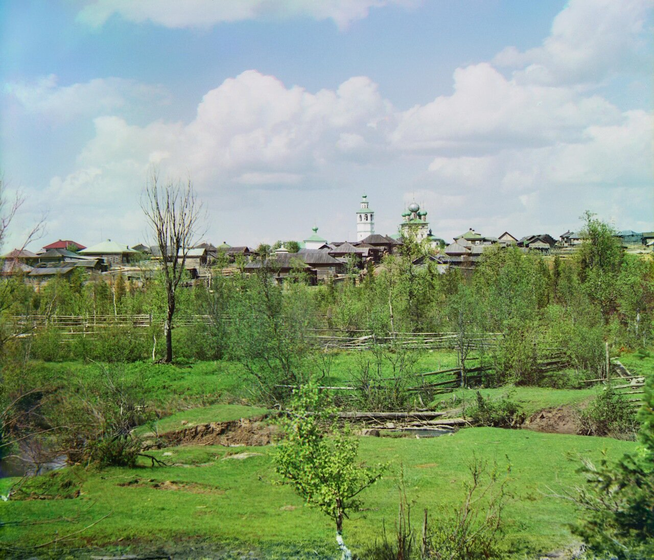 Общий вид на село Ныроб от р. Ныробки. Не ранее 1912.