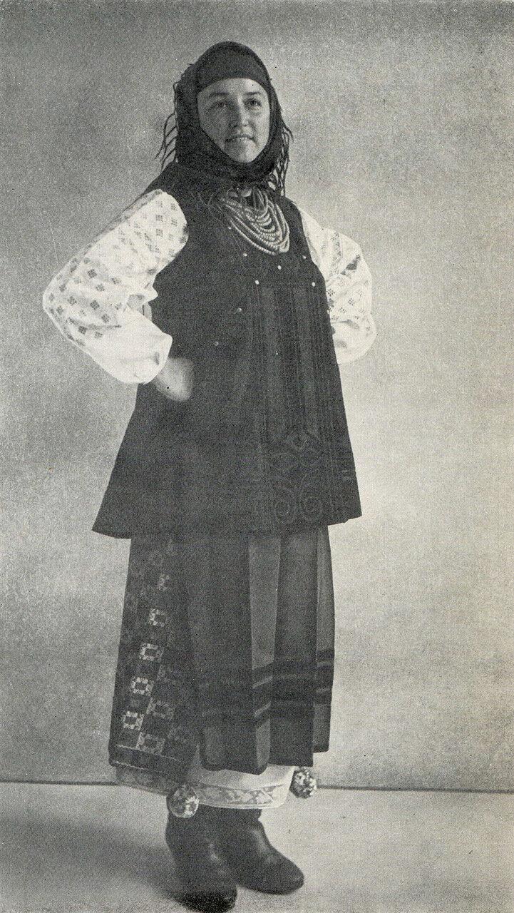 Женщина в повседневной одежде. Полтавская обл.