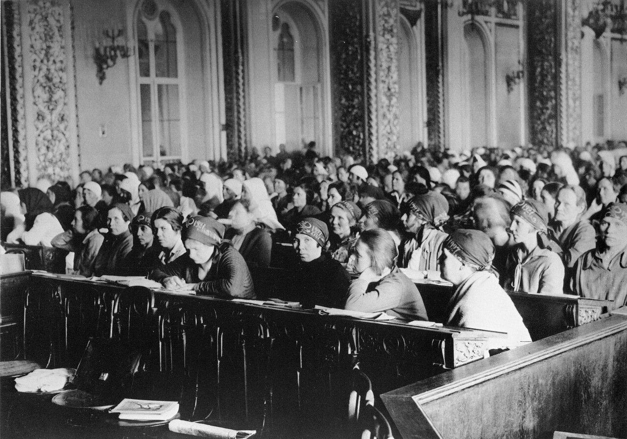 На первом съезде женщин-работниц в Кремле 1927 год.