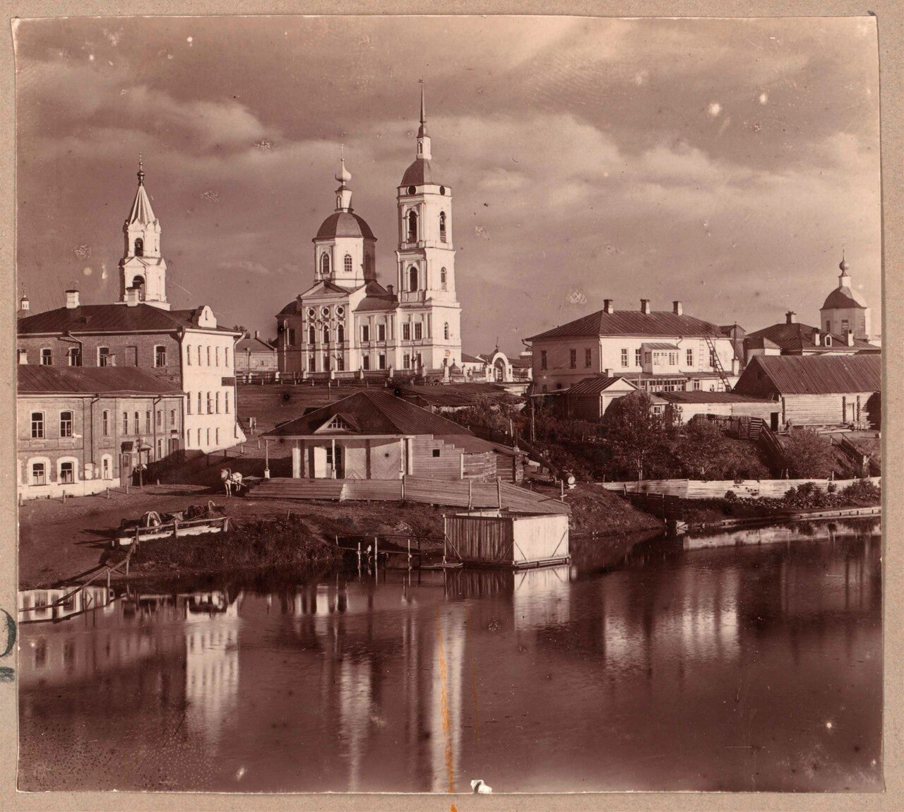Богоявленская церковь. Снято от Дмитровского монастыря с моста