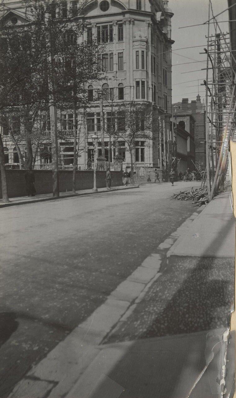 Улица, где шло строительство здания
