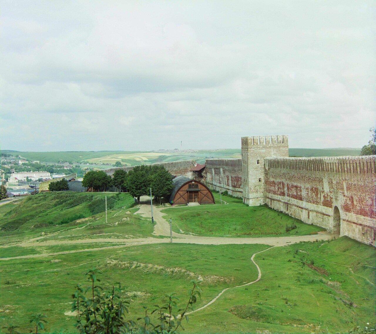 Вид на крепостную стену из Лопатинского сада
