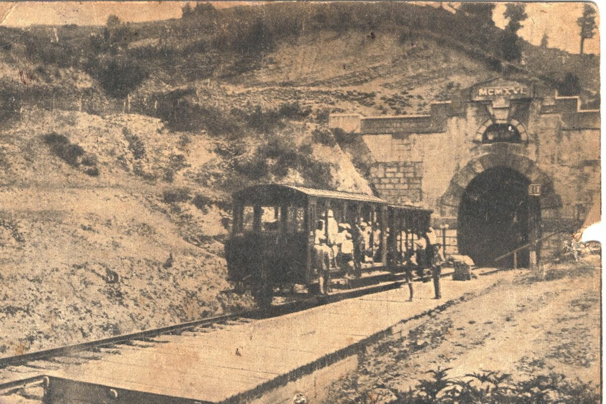 Остановка между тоннелями, 1916