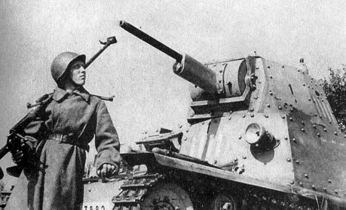 Танк L6/40 подбитый на Восточном фронте.