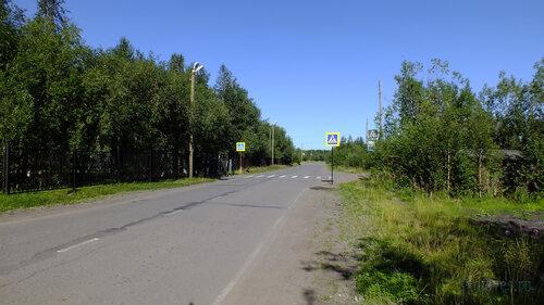 Фотография Инты №5571  Дорога по улице Восточной в восточном направлении в районе школы №2 (Восточная 100) 06.08.2013_13:56