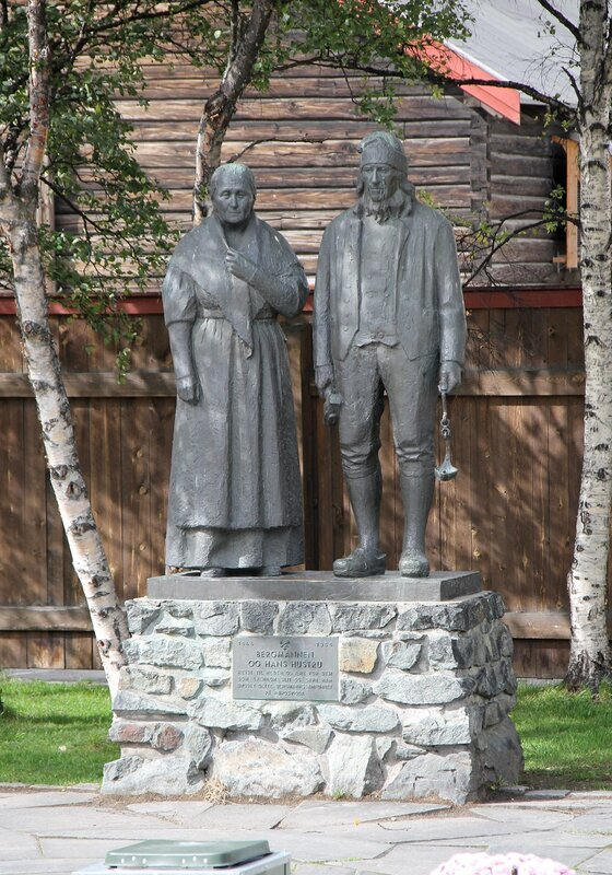 Røros. Miner and his wife monument (Bergmannen og hans hustru)
