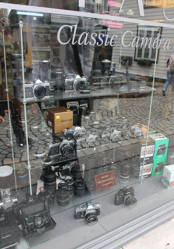 Берген, магазин фотораритетов, Bergen,  Vetrlidsallmenningen,  the antique store of the photographic equipment