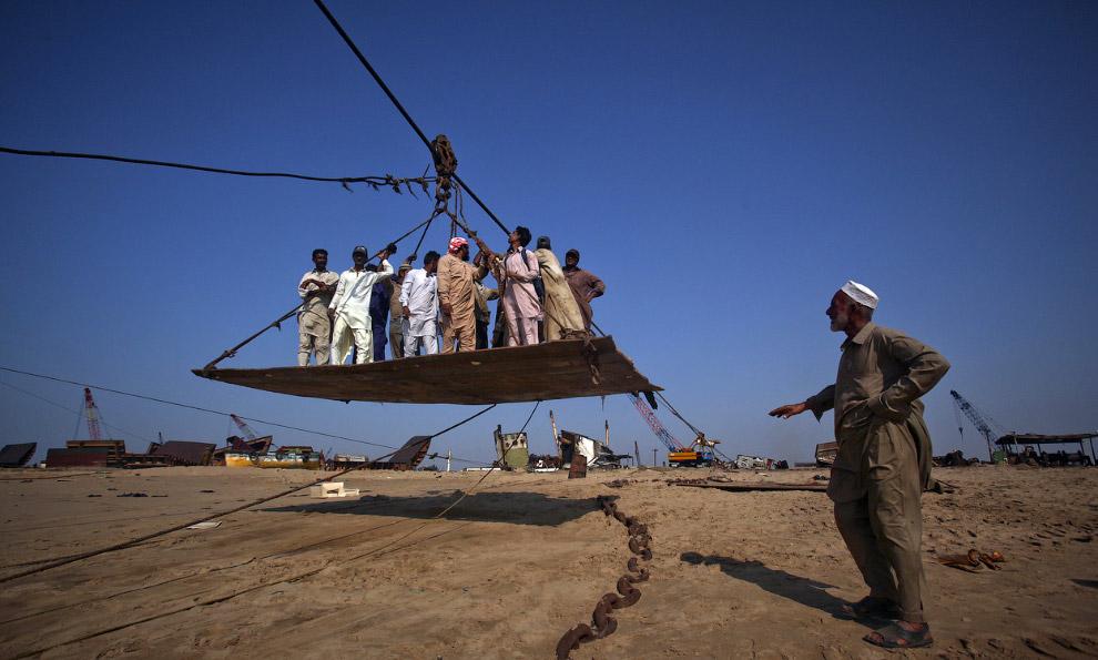 19. Гаддани, Пакистан, 9 июля 2012. (Фото Roberto Schmidt   AFP   Getty Images):