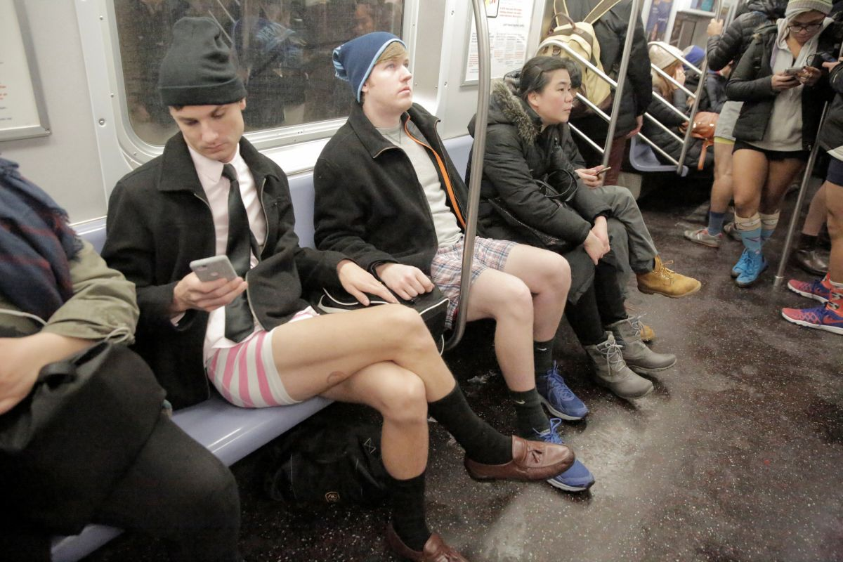 Чем больше город — тем больше участников. В этом году в Лондоне без штанов в метро прокатились около