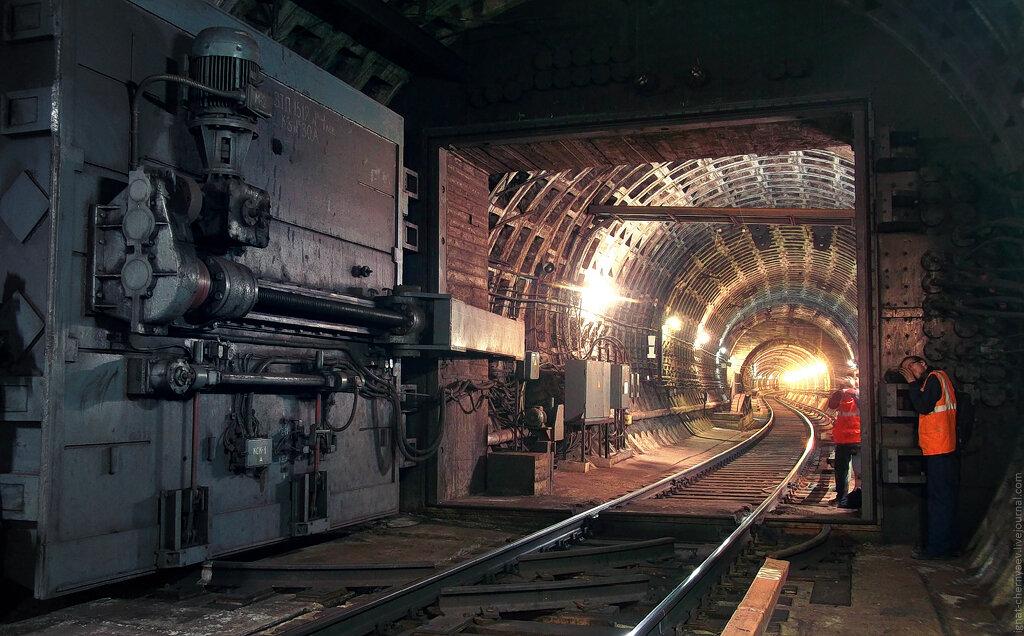 гермозатвор в метро