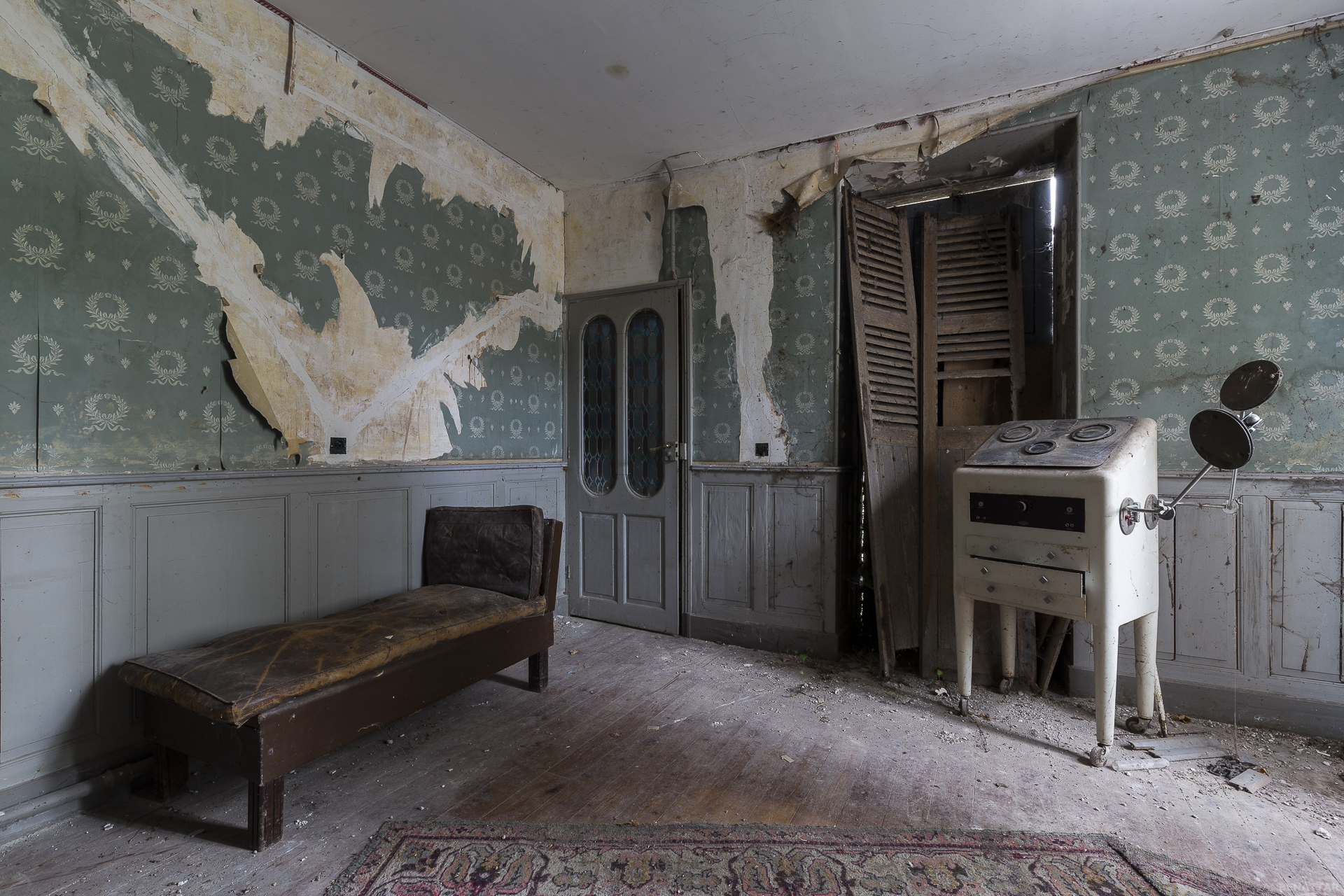Haunting Images of Abandoned Medical Centres