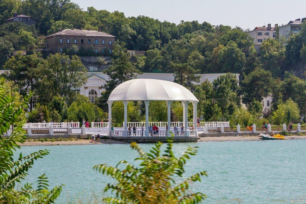 Набережная озера Абрау и амфитеатр