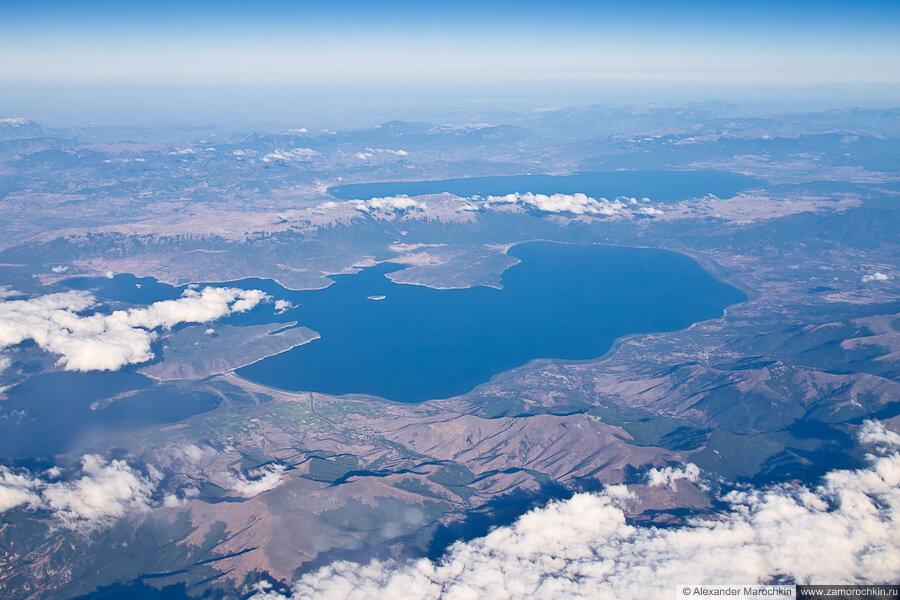 Балканские озёра Преспа и Охрид вид с самолёта