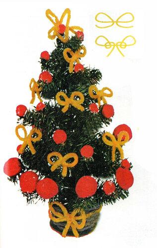 Новогодняя ёлка с помпонами