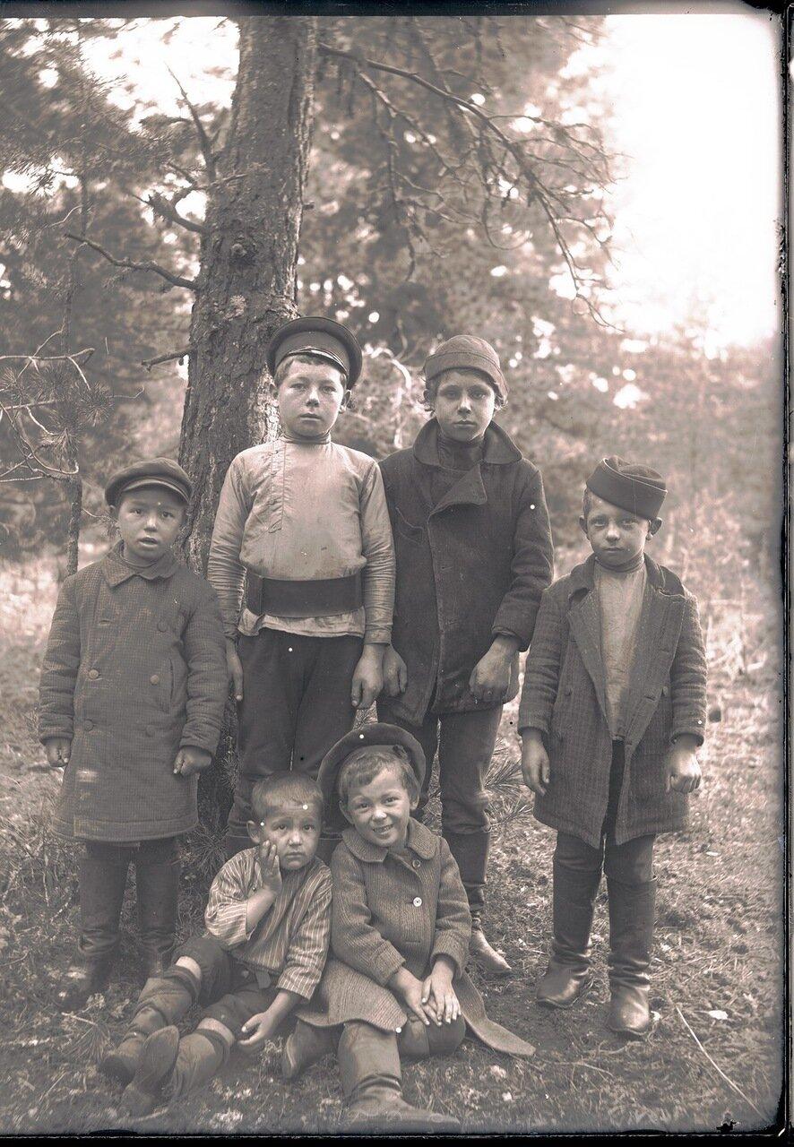 1912. Село Ларьяк.Русские дети