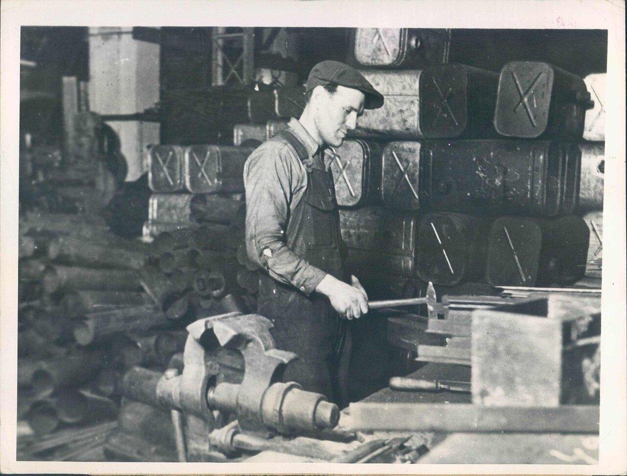 1932. Американский инженер на Московском Автозаводе