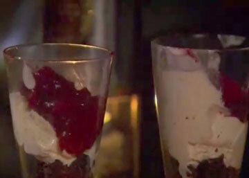 Как подать новогодний десерт с мороженым
