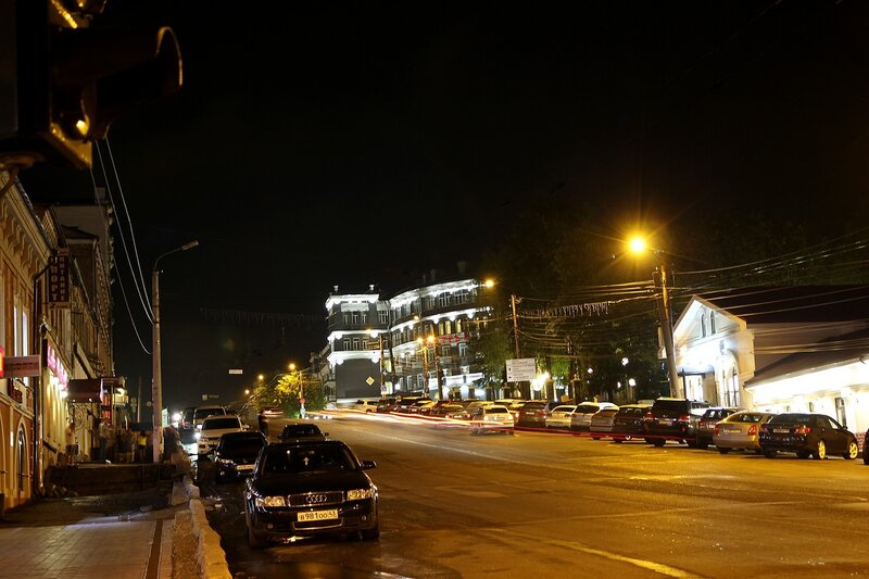 Киров, ночной вид вверх по ул. Ленина на Центральную гостиницу IMG_7677