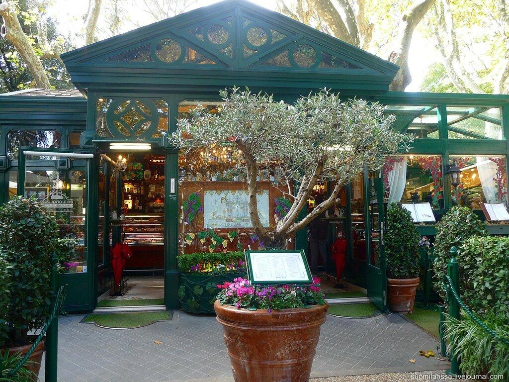 Кафе-ресторан в парке виллы Боргезе.