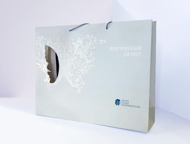 Подарочный бумажный пакет