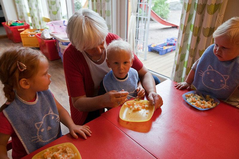 Бабушки провоцируют ожирение у внуков