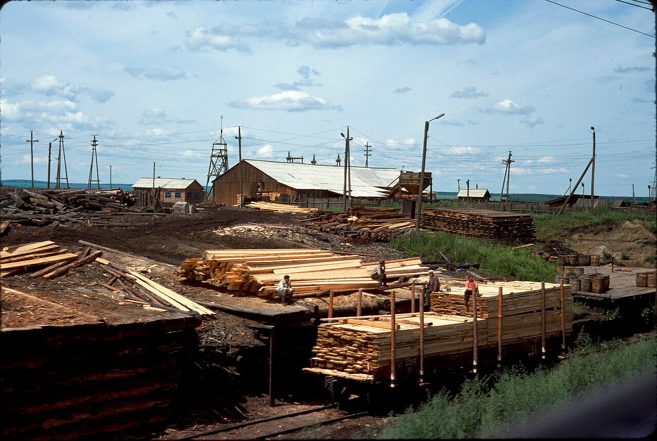 Восточная Сибирь. Большой лесокомбинат