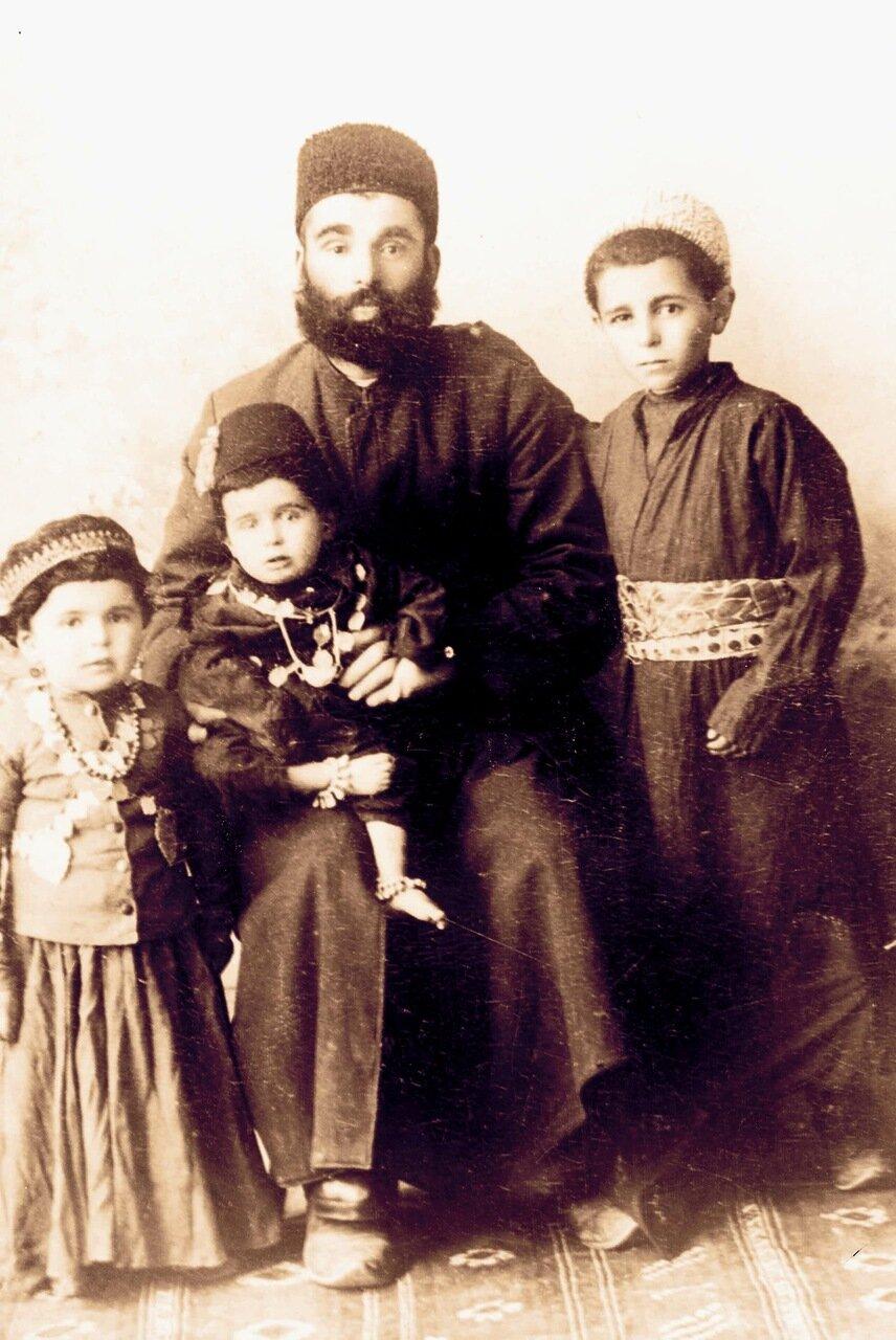 Семья Ливиан. Мешхед