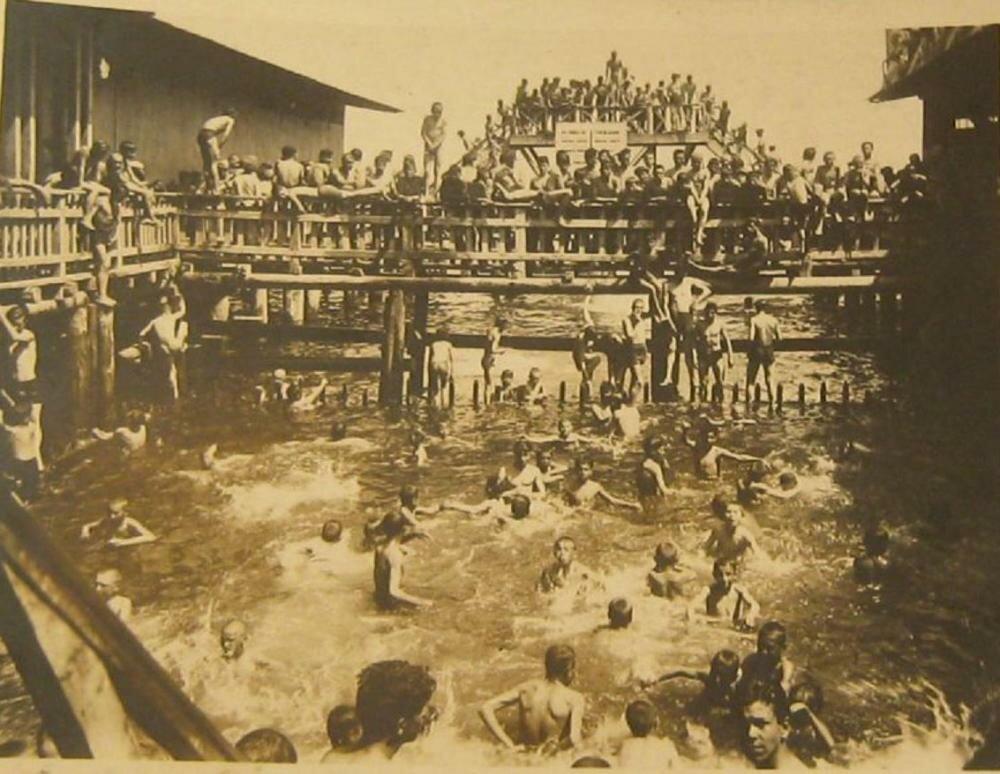 1930. Купальня