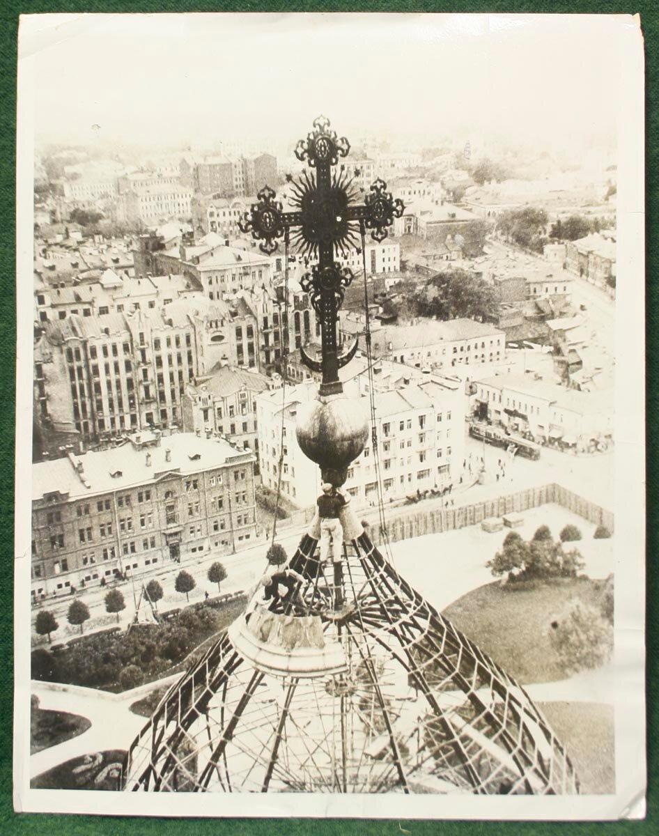 1931. Демонтаж купола храма Христа Спасителя в Москве