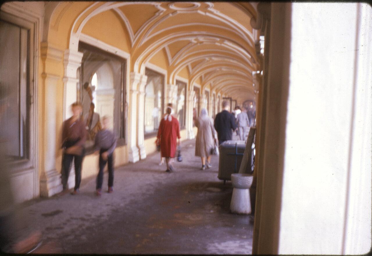 Проход в Гостином дворе