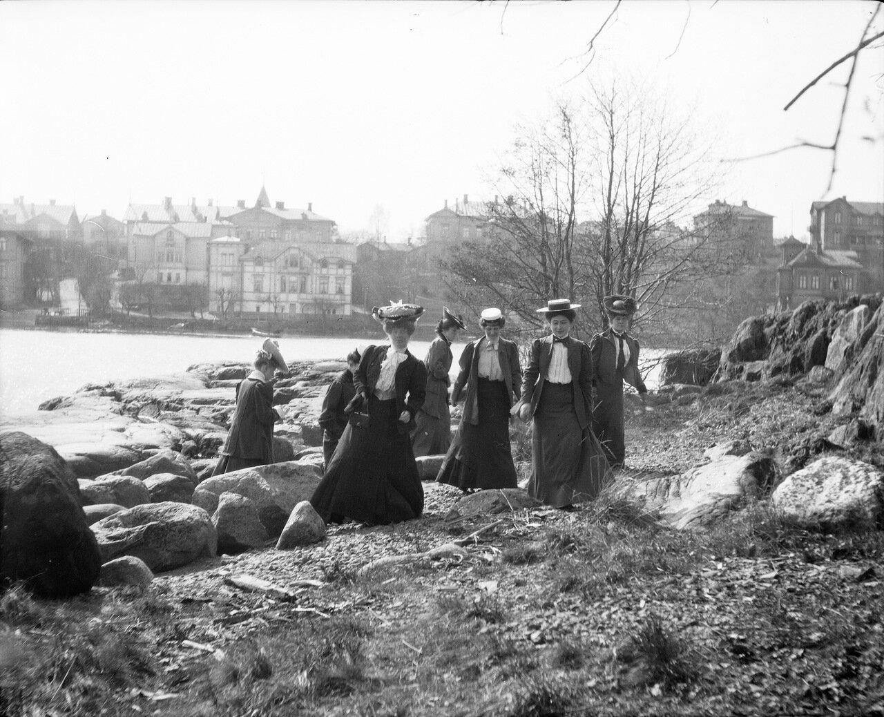 Пикник на берегу, май 1906