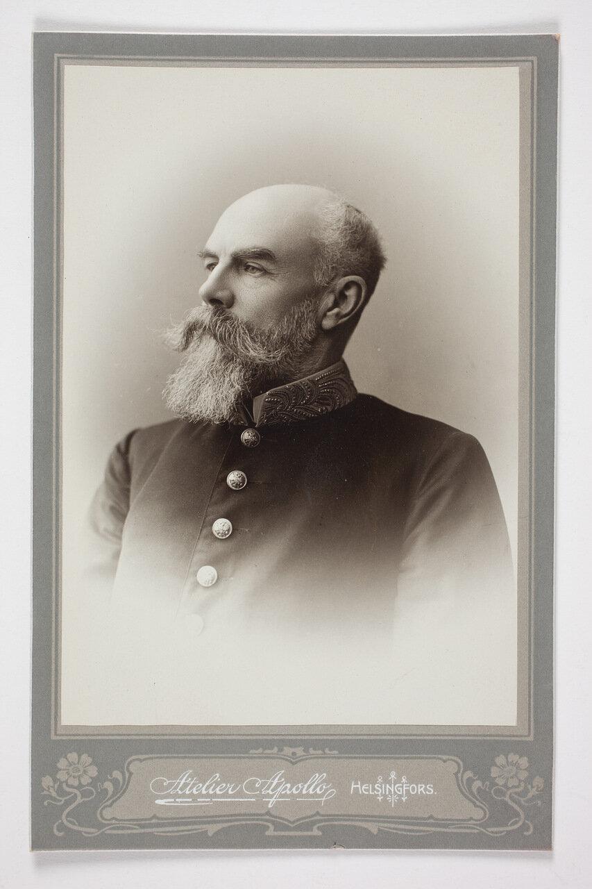 Виктор Магнус фон Борн в мундире. 1904