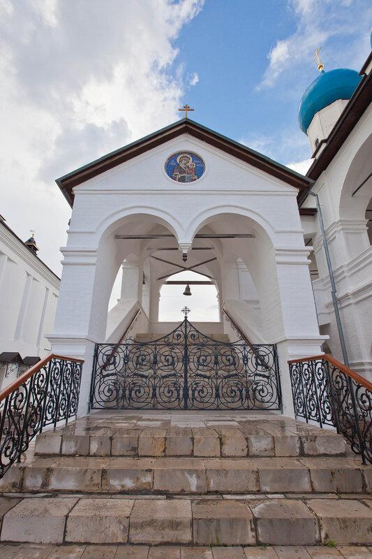 Высоцкий монастырь - лестница-часовня