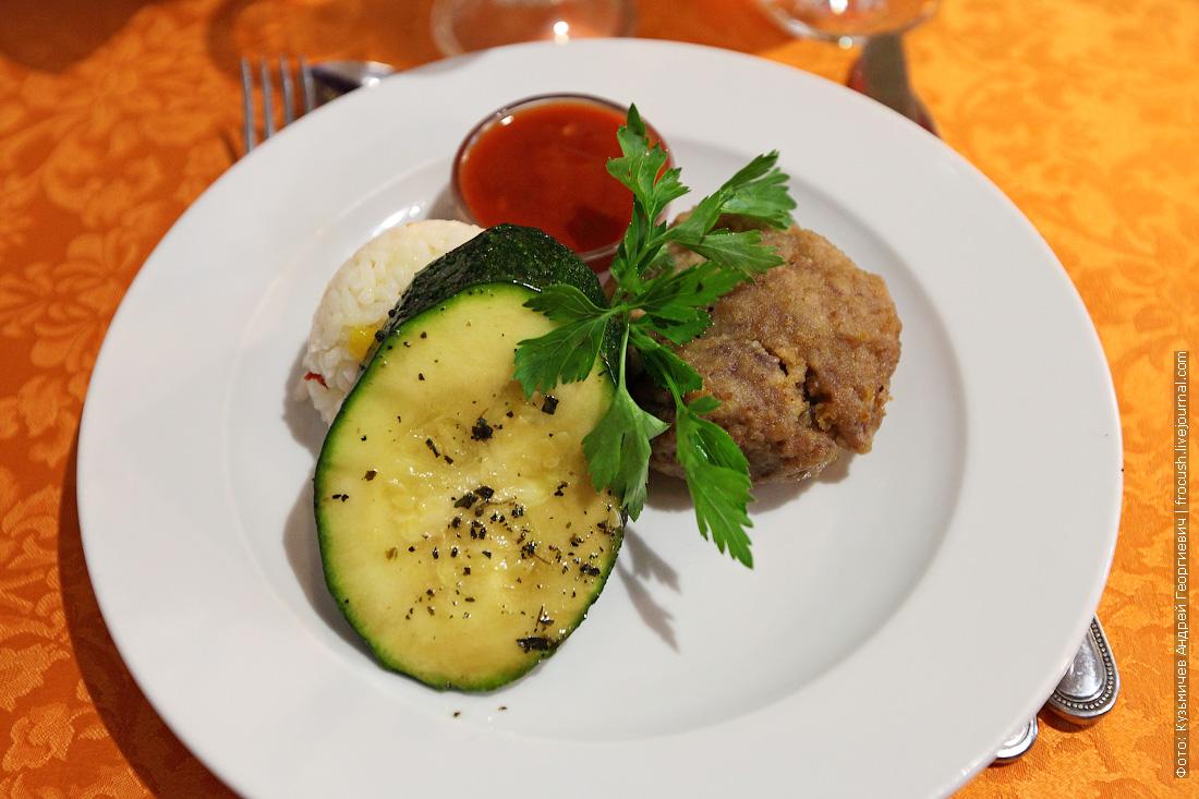 Бифштекс натуральный с рисом со сладким перцем