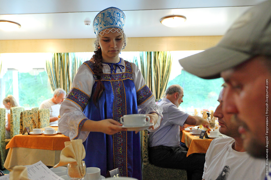 официант Александра теплохода Михаил Булгаков