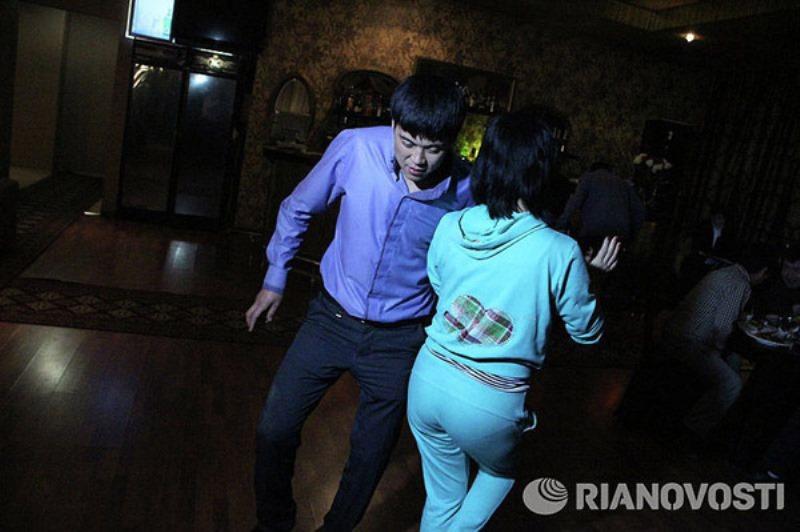 Смотреть видео онлайн секс русской девочки с гастарбайтерами фото 614-112