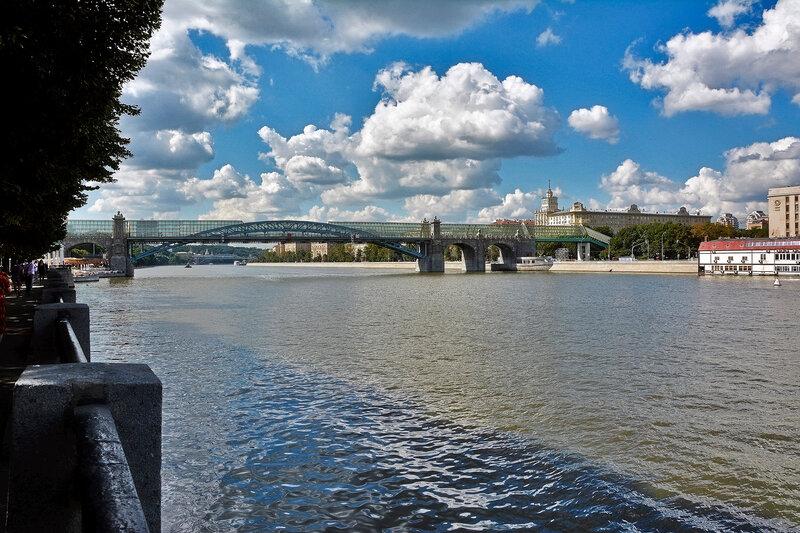 Вид на Пушкинский мост с Пушкинской набережной