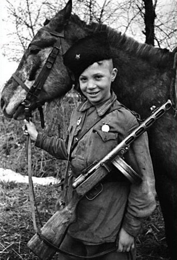 Юный разведчик-кавалерист Витя Поздняков за рейды в тыл врага награжден медалью