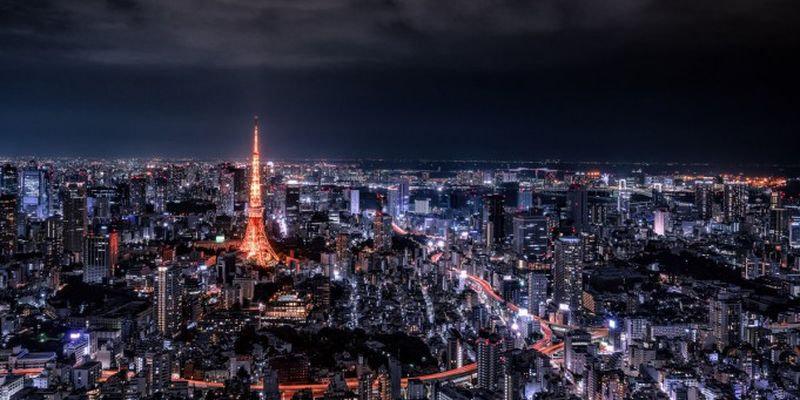 Очертания городов на фоне ночного неба (23 фото)