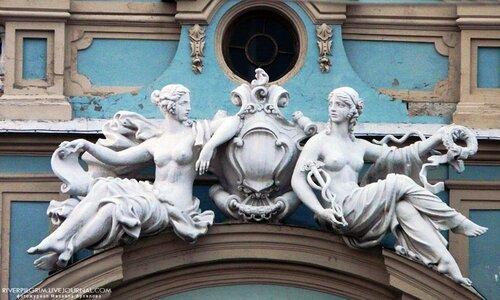 Мариинский дворец. Богини Клио и Фортуна